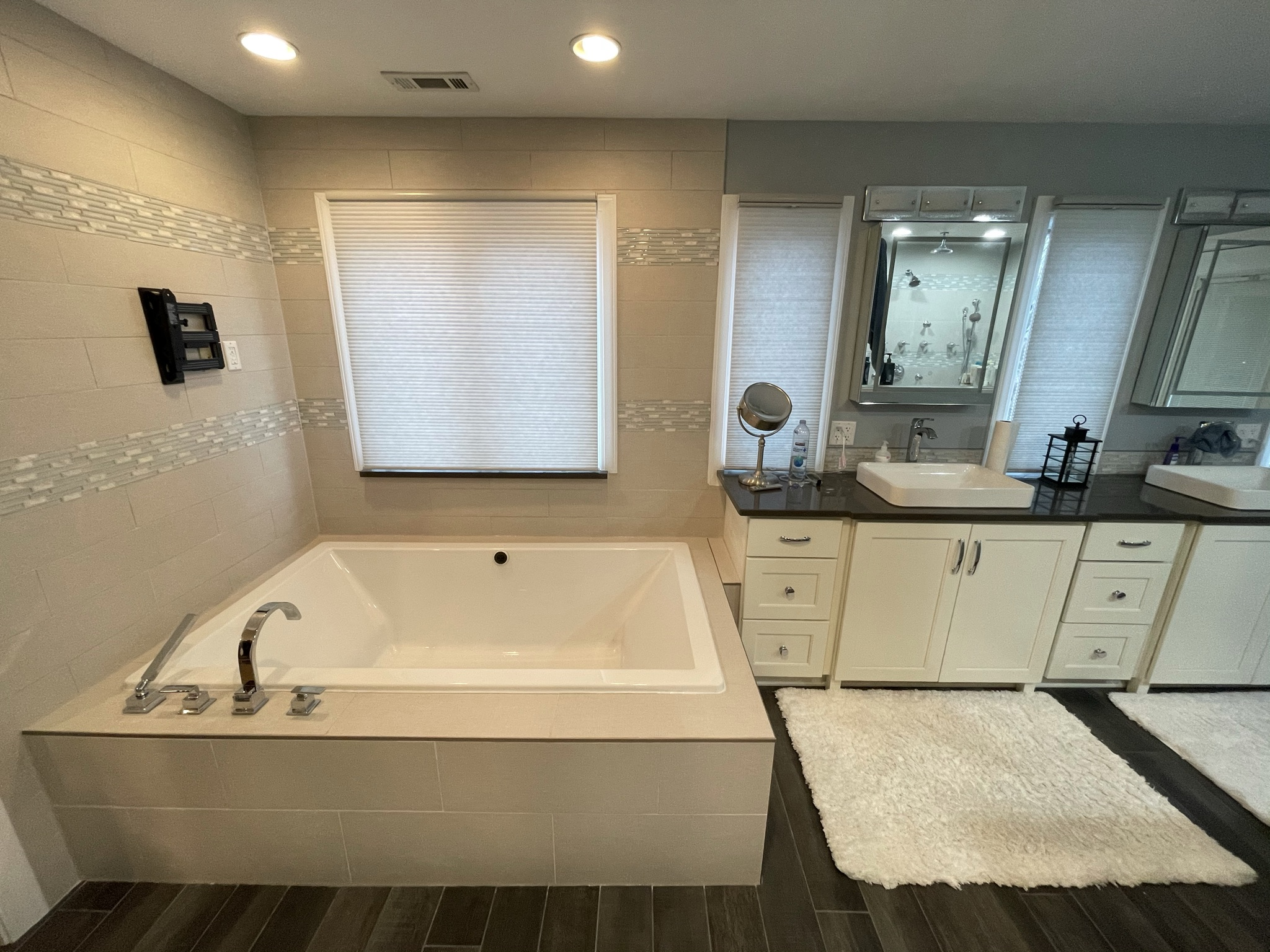 Bathroom with custom square jacuzzi tub